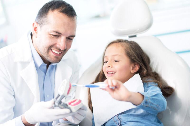 niña con dentista